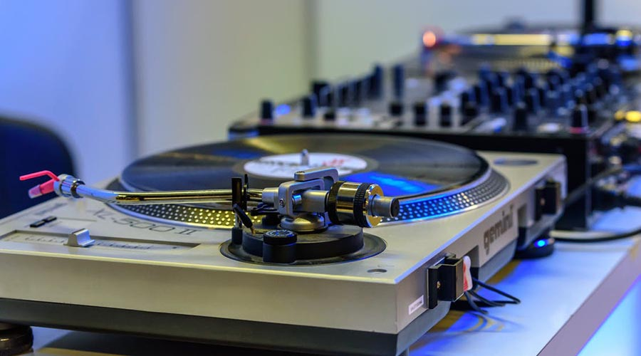 The Best Turntable For Sampling Vinyl