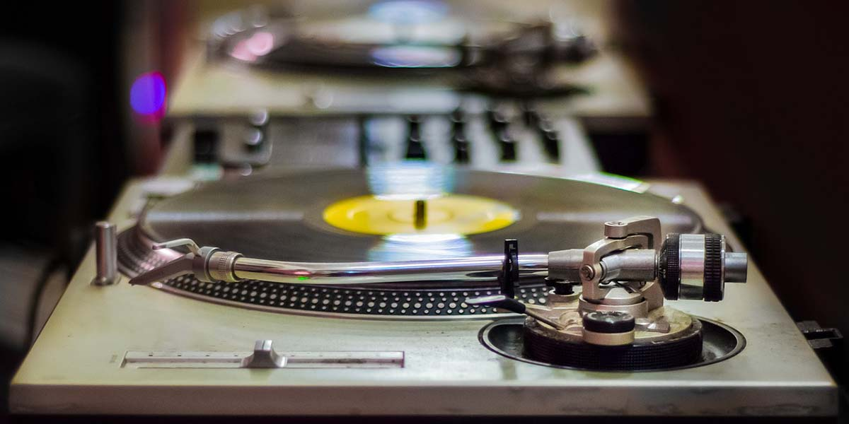 BEST FULLY AUTOMATIC TURNTABLES